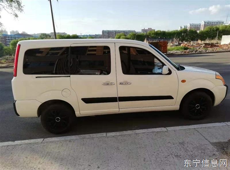 出售09年福田迷迪七座车一辆