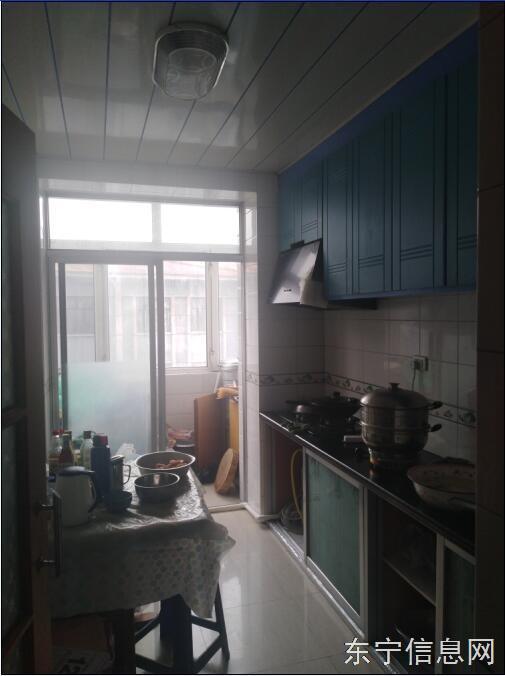 东宁镇政府家属楼3楼,二室一厅,88多平